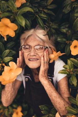 Ältere Frau in der Seniorenresidenz in Polen.